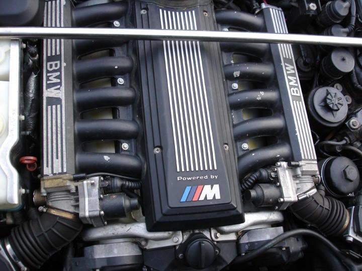 Чудовищно мощный BMW M5 E34 с мотором S70 V12