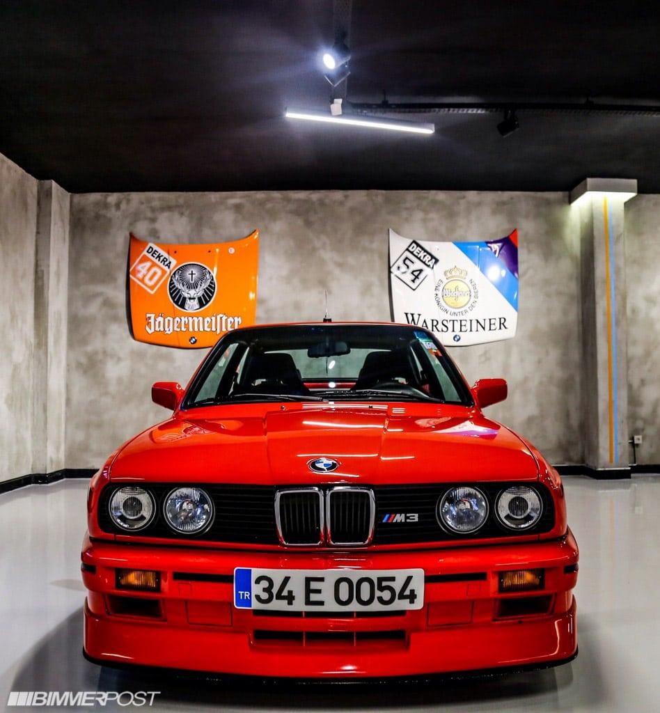 Это гараж одного из жителей Стамбула, коллекционера автомобилей BMW и с недавних пор активного участника форума bimmerpost.com под ником «CLUBBER».
