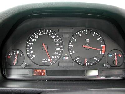 Достоверной информации, существует ли версия спидометра на 320 км/ч для E34 M5, кроме этого фото нет.