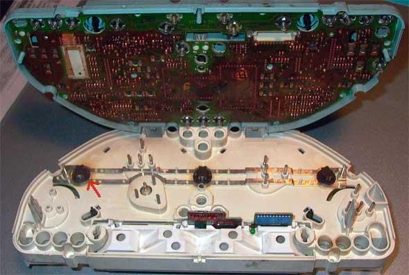 Расположение лампочек подсветки внутри приборной панели