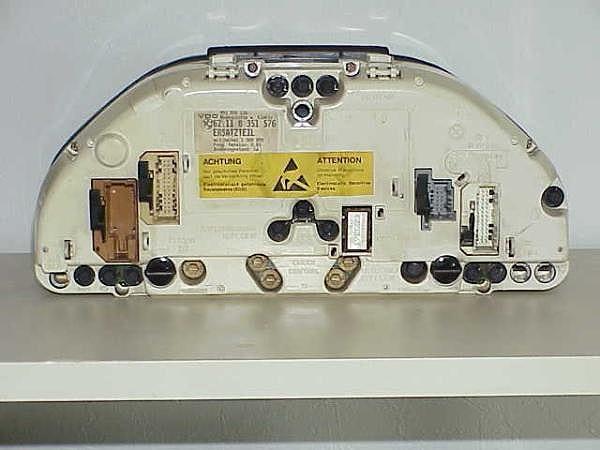 Приборная панель второго поколения (Gen II), устанавливалась на BMW 5 E34 с 02/1989 до 09/1990