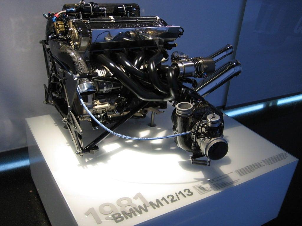 Двигатель BMW для Формулы 1 M12/13
