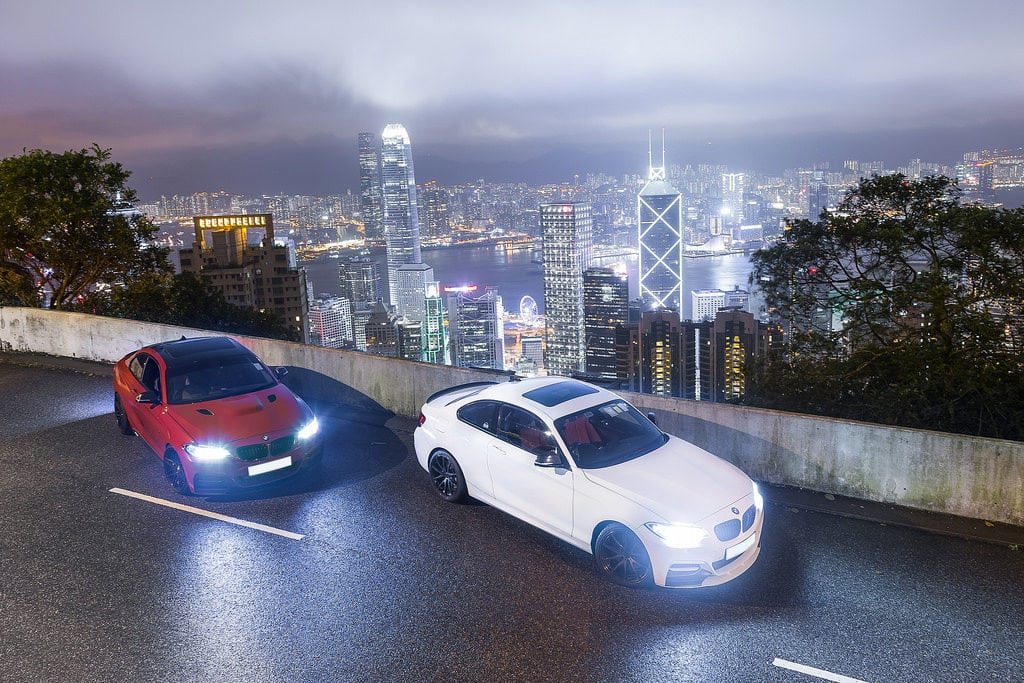 BMW M235i F22 Alpine White и Melbourne Red в изумительном ночном фотосете