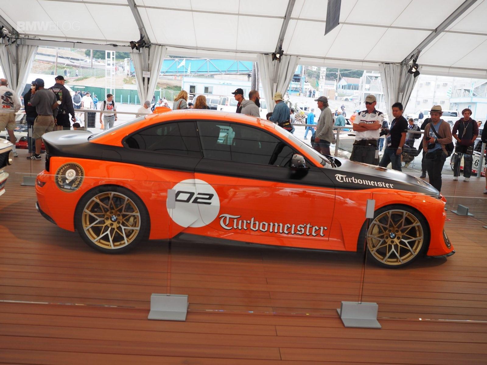 Фото BMW 2002 Hommage Turbomeister Concept в павильоне BMW на трассе Laguna Seca