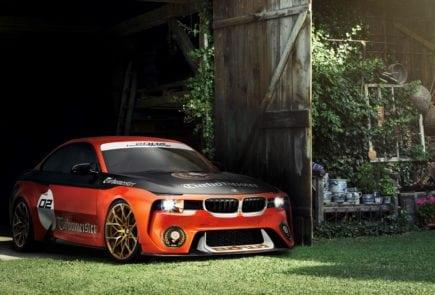 Окраска BMW 2002 Hommage Turbomeister концепта стилизована под гоночную ливрею стилизована под гоночную ливрею известных болидов BMW прошлых лет.