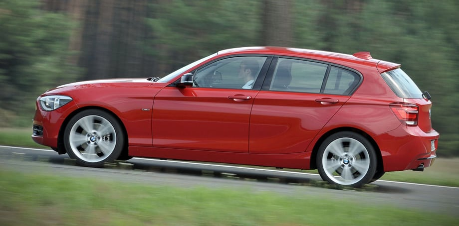 Заявленное время разгона с места до 100 км/ч для наиболее мощной 170-сильной версии BMW 118i составляет 7,4 с. Для дизельной «сто двадцатой» — на две десятые меньше.