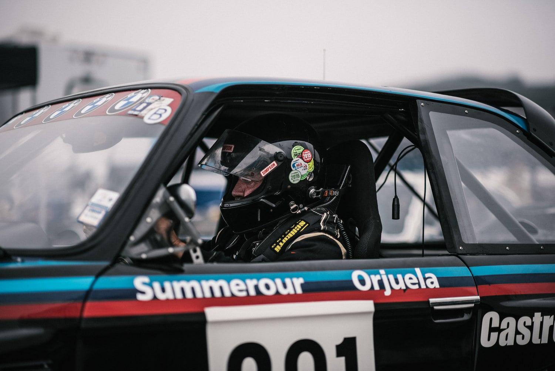 Столетие BMW на треке Laguna Seca со всех ракурсов: вперед на трек.