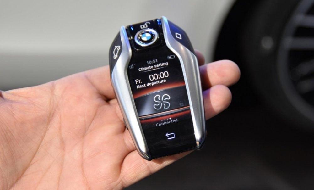 Управление системой кондиционирования припаркованного автомобиля на BMW 5 Серии G30 2017