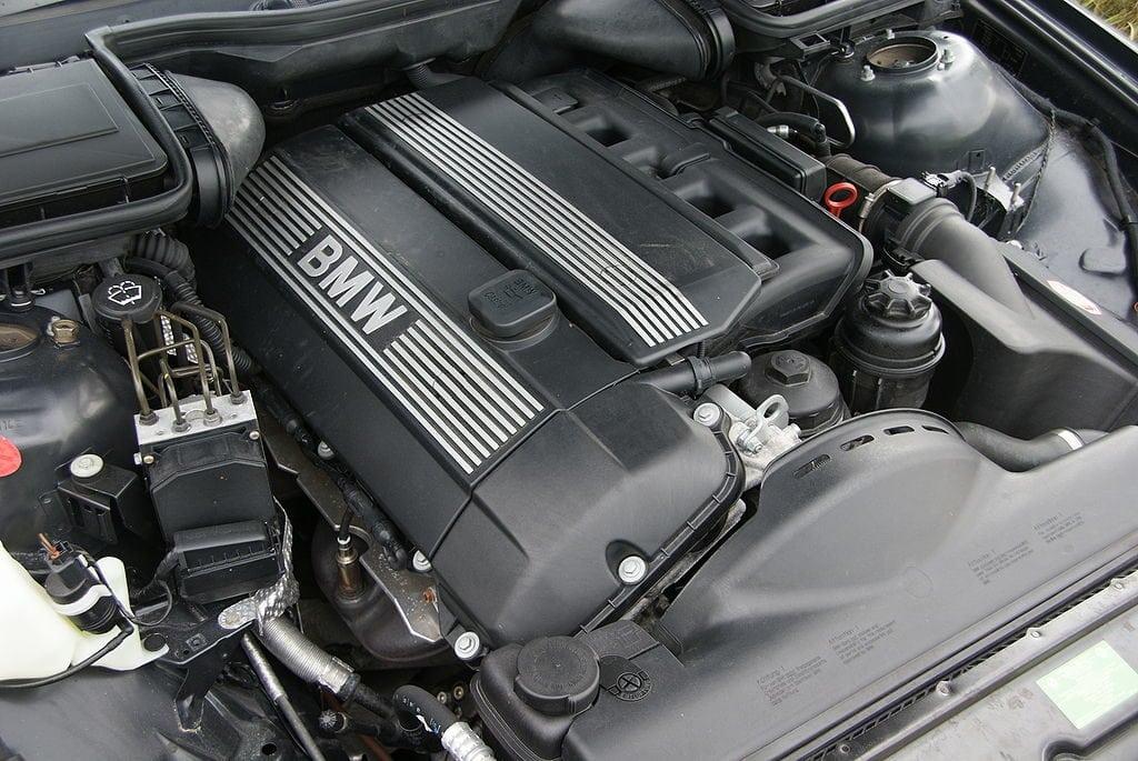 Двигатель BMW M54B25 в BMW 525i (E39)