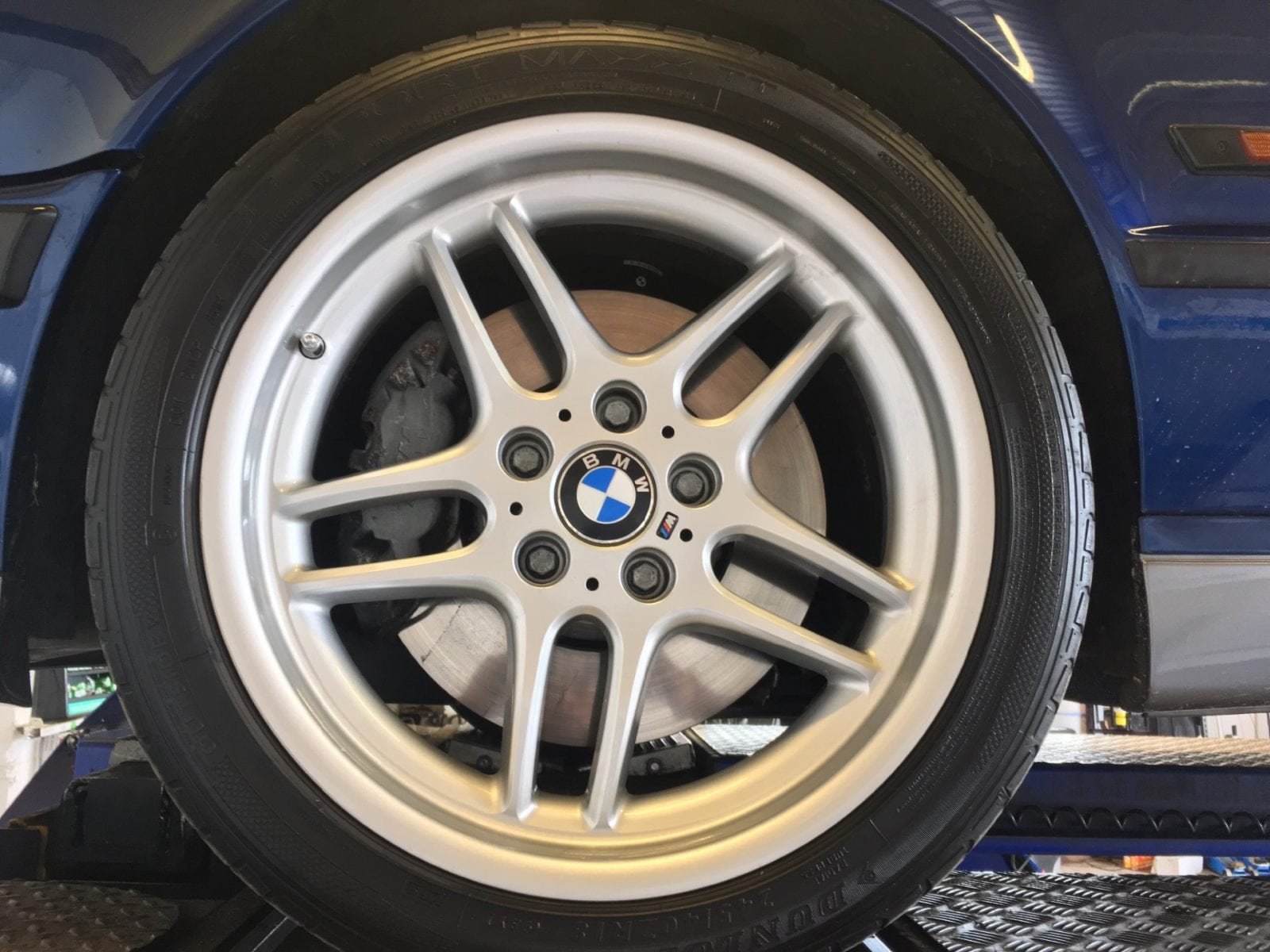 BMW M5 E34 Touring 1994 Avus Blue