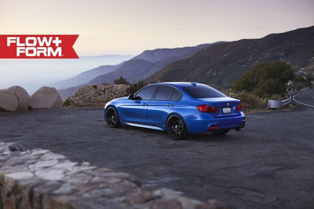 Вглядываемся в сочетание Estoril Blue Metallic и дисков HRE FF04 на BMW 335i