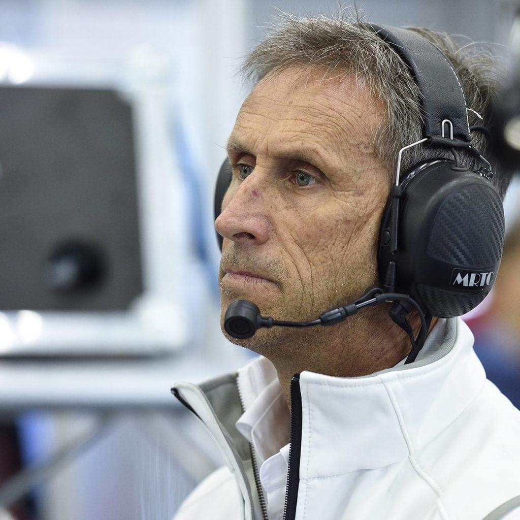 Итальянский пилот Роберто Равалья – легенда автоспорта. Ему безразлично, как называется топовая мировая кузовная гоночная серия, будь то «Европейский» (ETCC) или «Международный» (WTCC) кузовной чемпионат.