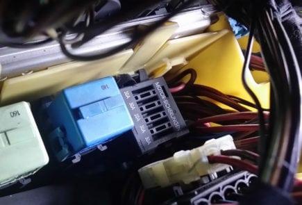 Реле в монтажном блоке BMW X5 E53