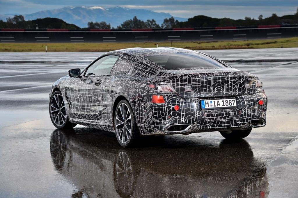 Смотрим тизер нового купе BMW 8 Серии