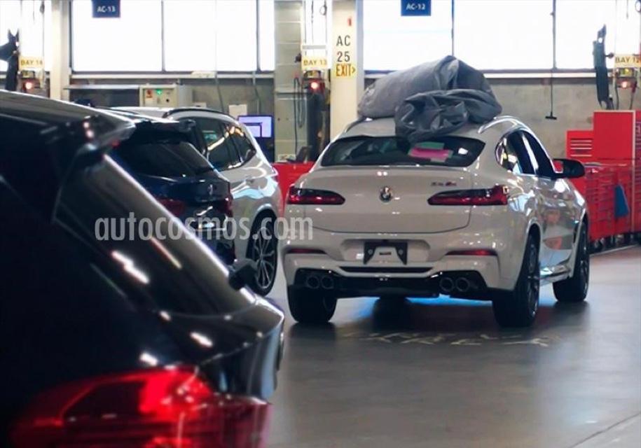 ВСети всплыло фото новой «заряженной» версии BMW X4отспортивного продразделения концерна. Автомобиль удалось снять натерритории завода BMW вСпартанберге. Причем сотрудики издания Autocosmos смогли снять его без камуфляжа.