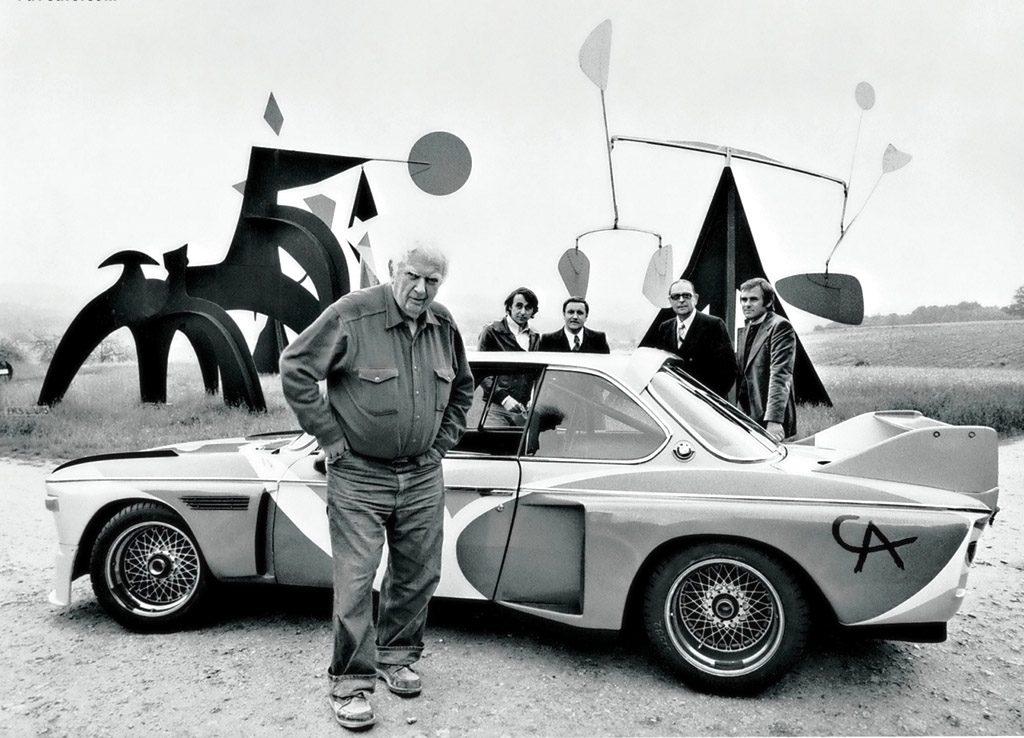 Назаднем плане выможете увидеть Неерпаша, вспортивном жакете. Напереднем плане сам Александр Колдер. Фото: BMW